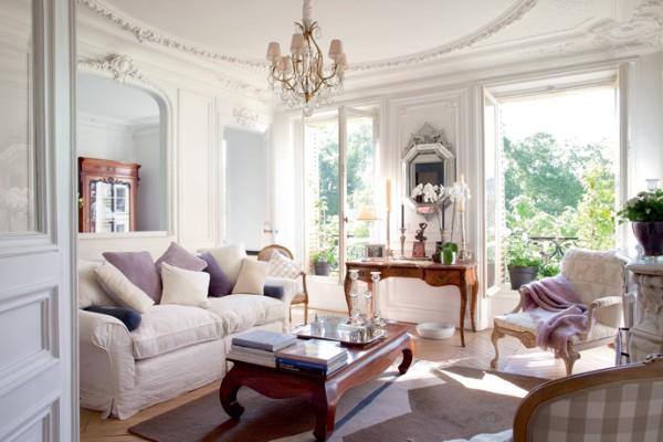 дом во французском стиле гостиная с роскошной лепниной