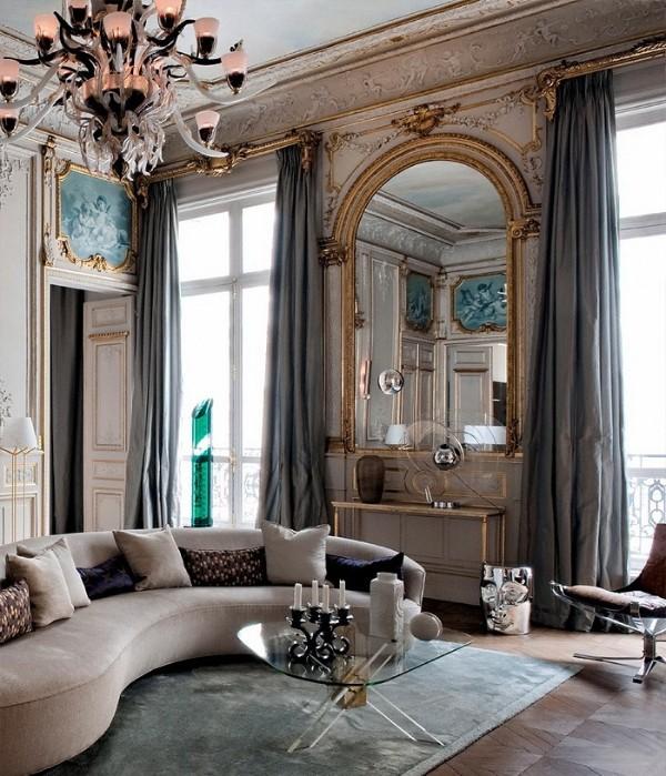 дом во французском стиле гостиная с роскошной люстрой