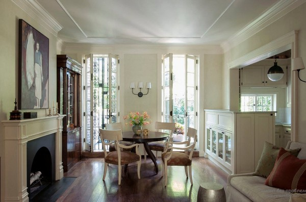 дом во французском стиле гостиная в кремовом цвете