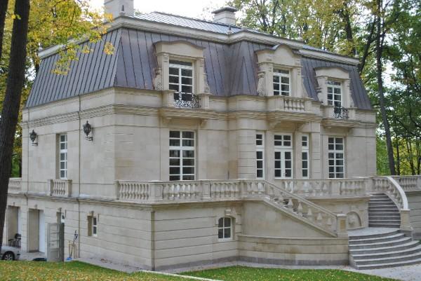 дом во французском стиле с цокольным этажом