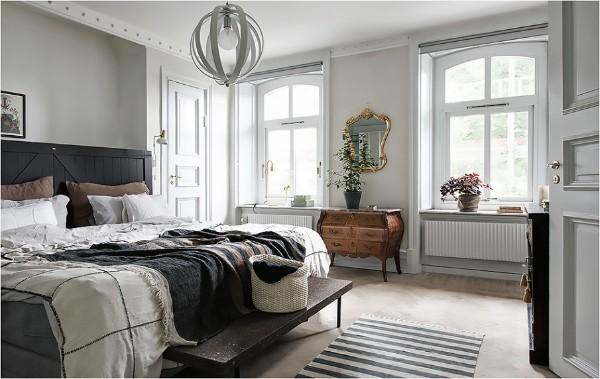 дом во французском стиле серо-белый дизайн спальни