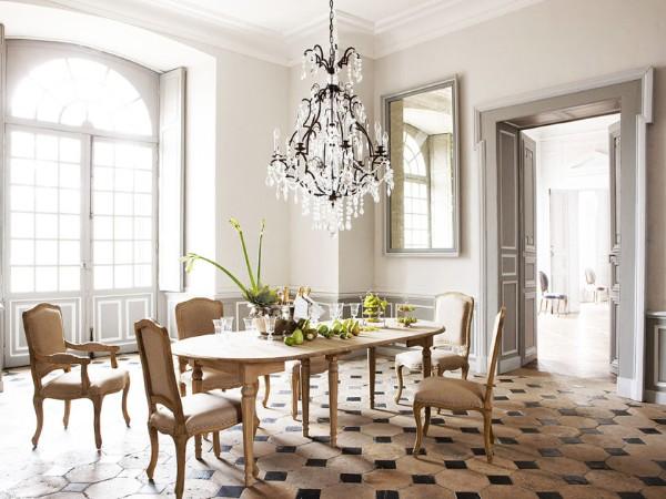 дом во французском стиле светлый интерьер гостиной