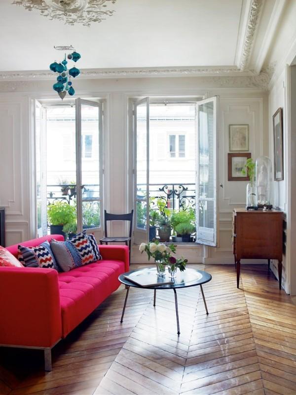 французский стиль интерьер гостиной с розовым диваном