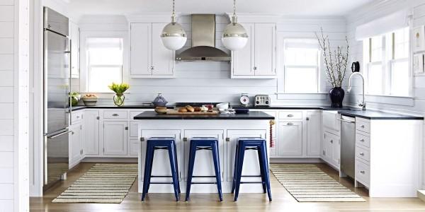 французский стиль в интерьере кухни белый цвет и хромированные акценты