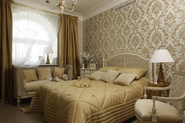 французский стиль в интерьере спальня в золотых тонах