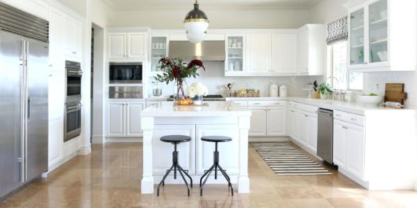 французский стиль в интерьере светлая кухня
