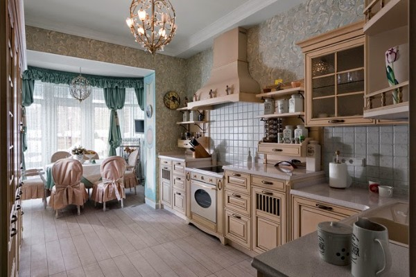 горчично-розовая кухня в стиле прованс