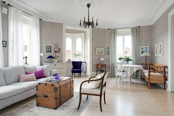 гостиная с милым тюлем и лепниной на потолке во французском стиле