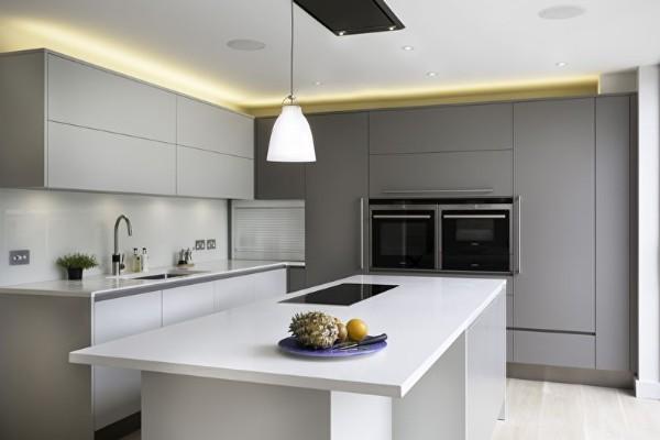 интерьер кухни серого цвета в стиле минимализм