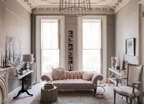 изысканная гостиная серо-бежевого цвета во французском стиле