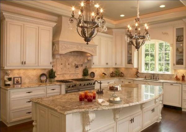 классическая кухня кремового цвета во французском стиле