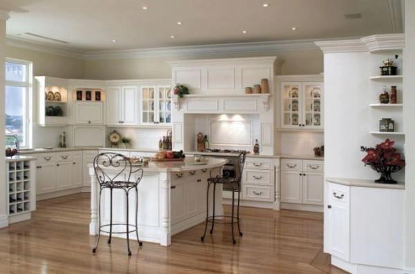кухня белого цвета с островом во французском стиле
