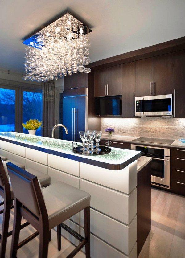 кухни с барной стойкой фото дизайн с красивой люстрой