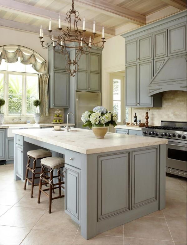кухня серого цвета с благородным оттенком во французском стиле