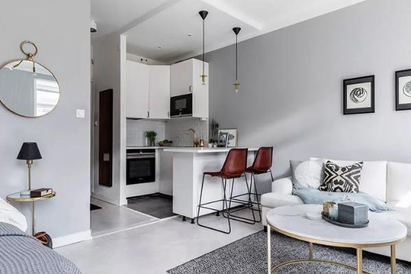 кухня студия с гостиной в светло-сером цвете