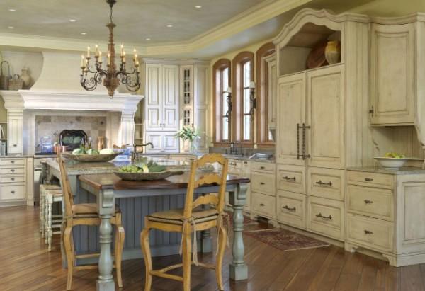 кухня в доме французский интерьер