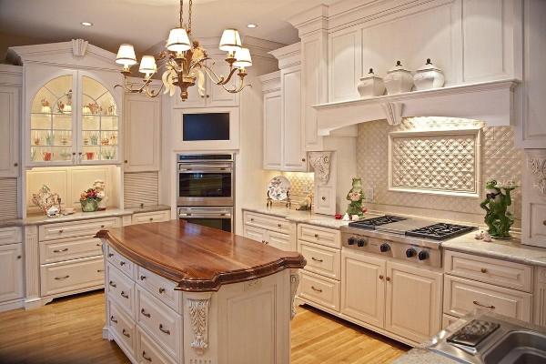 кухня во французском стиле молочного цвета