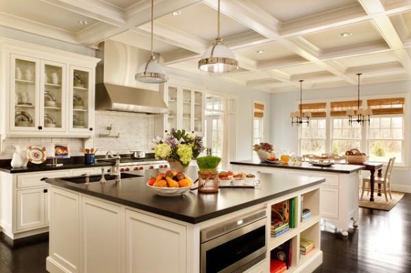 кухня во французском стиле с кесонным потолком