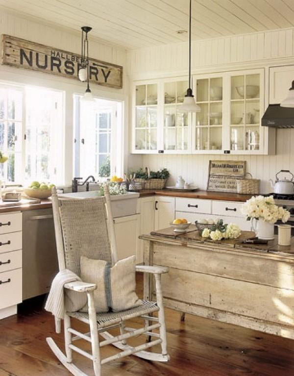 кухня во французском стиле с потёртой мебелью