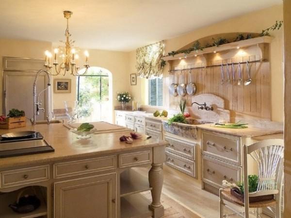 кухня во французском стиле жёлто-золотистые оттенки