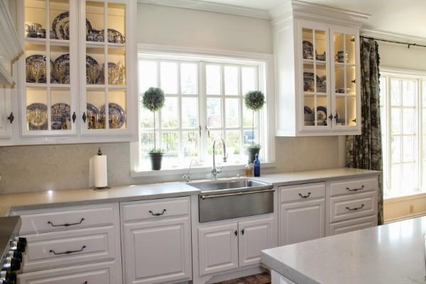 лакшери кухня бледно-серого цвета во французском стиле