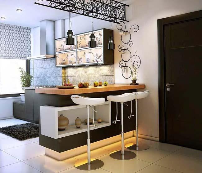 маленькая кухня с барно стойкой