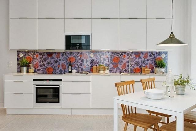 милая современная кухня с балконом