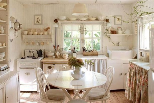 небольшая кухня во французском стиле прованс