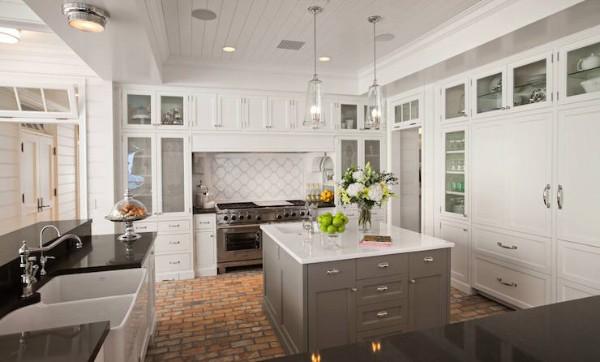 роскошная кухня светло-серого цвета во французском стиле