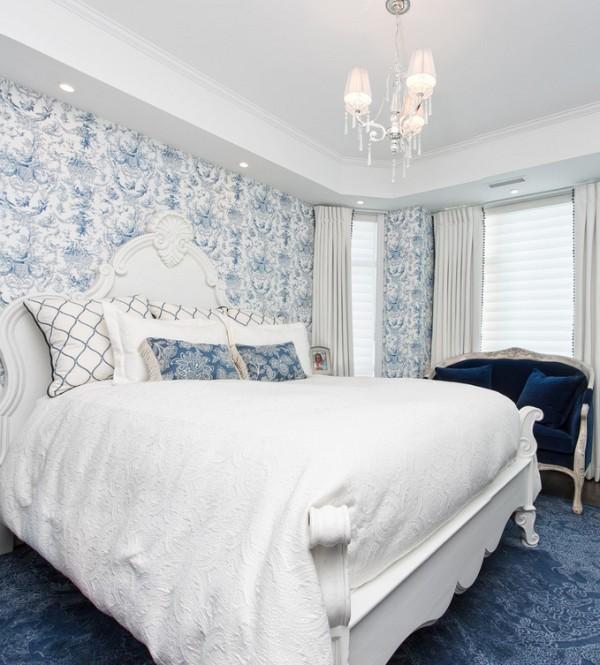 спальня в бело-голубых тонах во французском стиле