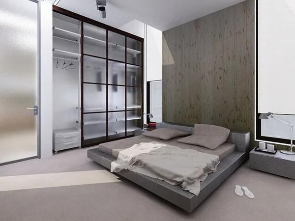 светлая спальня с высоким потолком в стиле минимализм