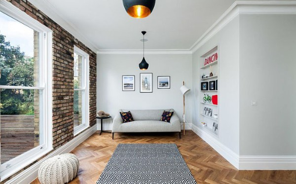 светлый гостиной в стиле минимализм с элементами лофта