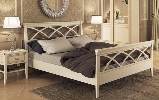 кровать в спальню с ножками
