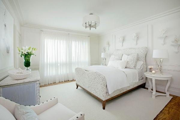 сочетание цветов в интерьере спальни белые стены коричневый пол