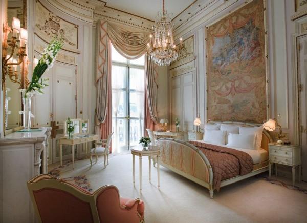 сочетание цветов в интерьере спальни персиковый с элементами терракотового золотистого