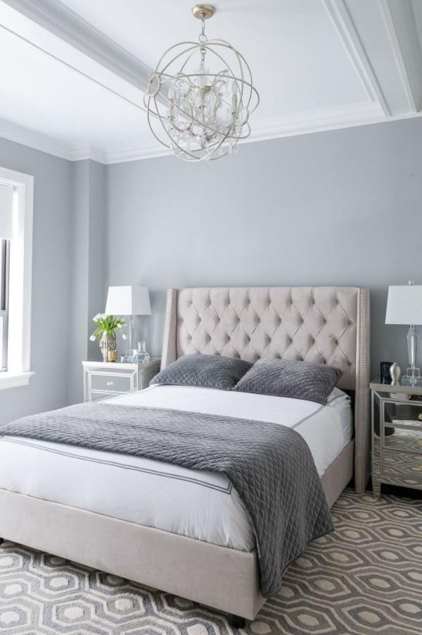 сочетание цветов в интерьере спальни серо-голубой белый