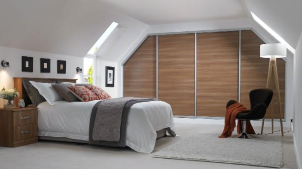 дизайн мансардного этажа спальня в светлых тонах