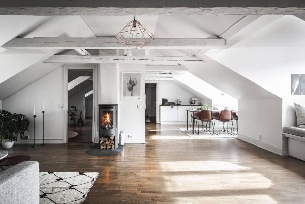 дизайн мансардного этажа в белых тонах