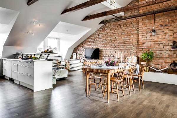 интерьер студии в стиле лофт дизайн мансардного этажа