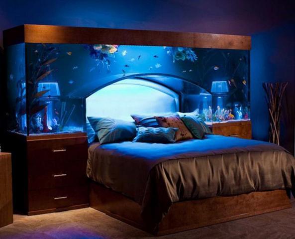 изголовье кровати аквариум