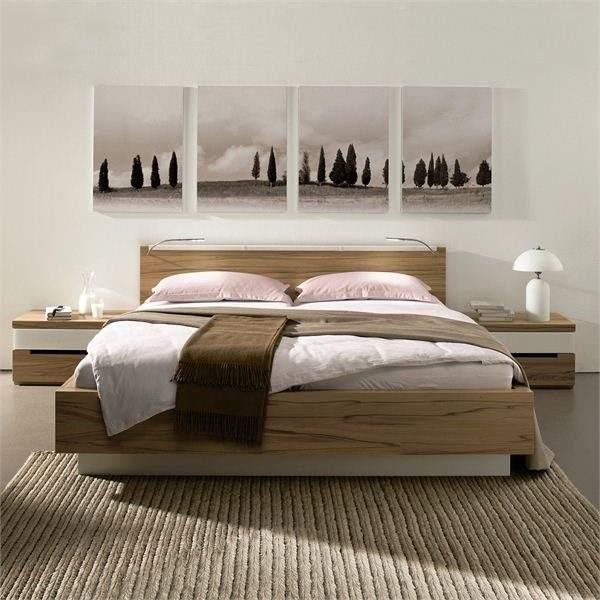 картина в минималистической спальне