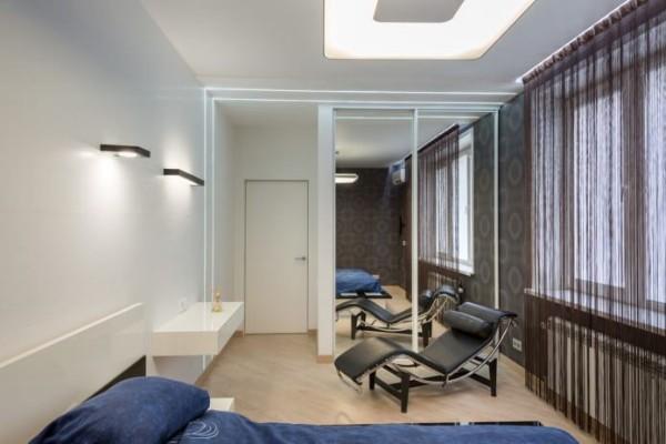 коричневые шторы нити в интерьере студии фото