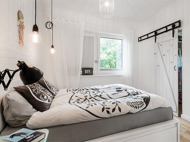кровать в спальне скандинавского стиля варианты