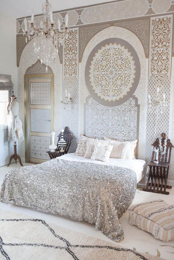 кровать в спальню в классическом стиле