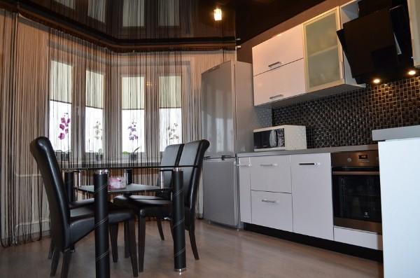 шторы нити в интерьере современной кухни