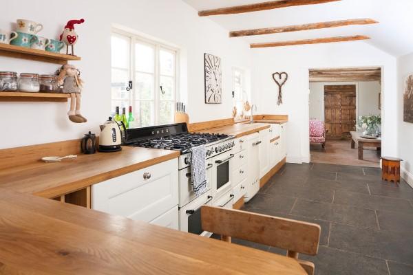 скандинавский стиль в интерьере кухни рабочие поверхности из светлого дерева