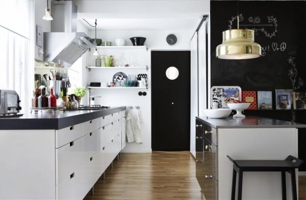 скандинавский стиль в интерьере кухни с чёрными акцентами