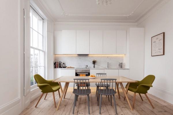 скандинавский стиль в интерьере кухни с высоким потолком