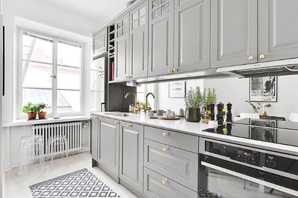 скандинавский стиль в интерьере маленькой кухни серый цвет кухонного гарнитура