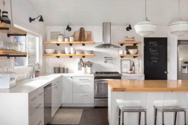 скандинавский стиль в интерьере угловая кухня с островом полки из светлого дерева